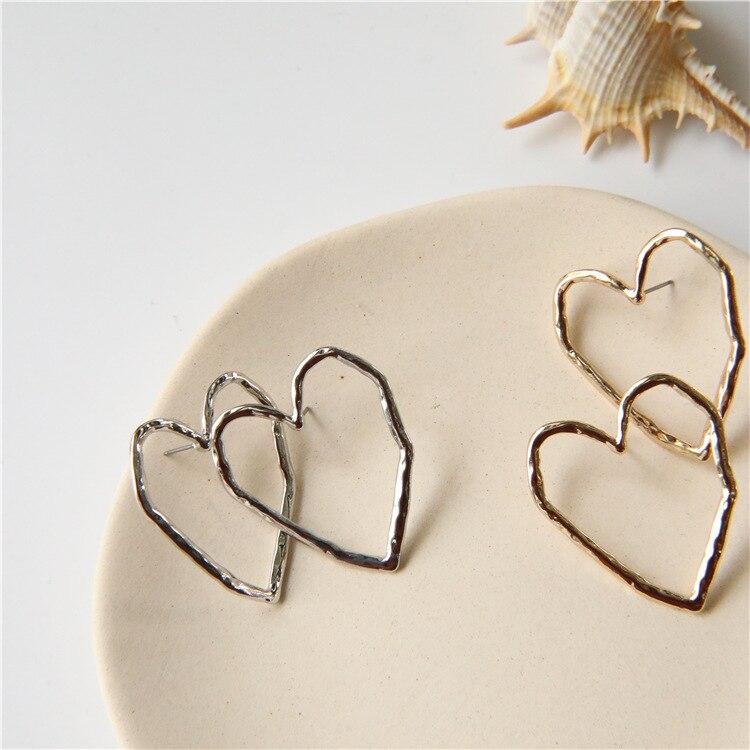 2019 New Fashion Women Korea Simple Metal Curved Line Big Love Heart Stud Earrings Geometric Pendientes Girl Ear Jewelry Gifts