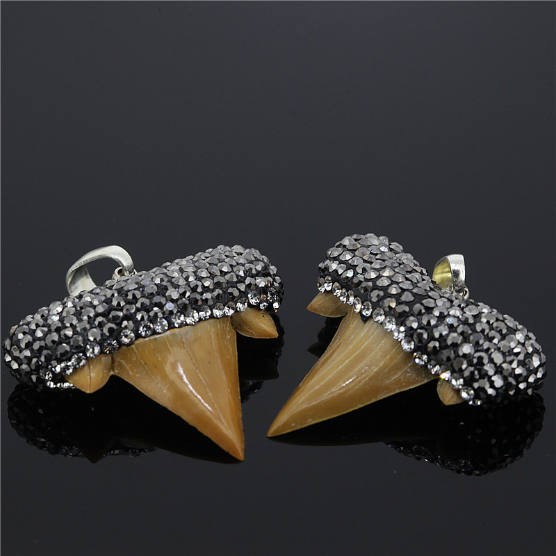 1pc Unique Natural Shark Tooth Paved Rhinestone Pendant Elegant Shark Tooth Pendant for DIY Necklace Making