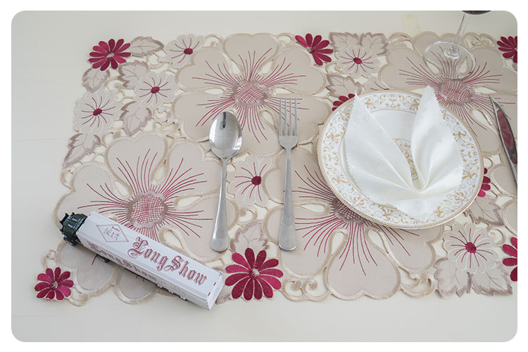 cutwork table runner (5)