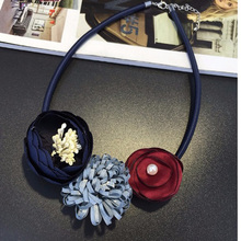 Venta caliente Maxi de Boho Gargantilla Collar Gótico Collares Joyería de Las Mujeres Collares Hechos A Mano de Flores de Tela Colgantes Para Las Mujeres Mujer