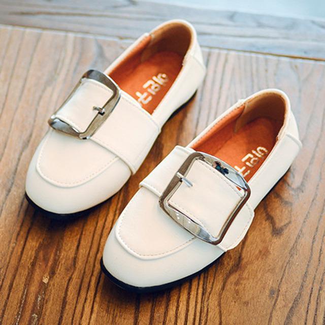2017 crianças de couro shoes fivela crianças meninos shoes toe praça calçados meninas crianças mocassins
