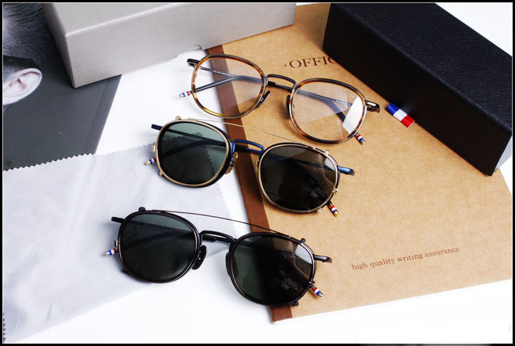 Brillengestelle oder Sonnenbrillen für Männer und Frauen modisch - Bekleidungszubehör - Foto 2