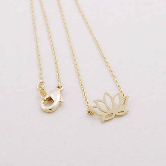 Daisies One ชิ้นจี้สร้อยคอน่ารักเรียบง่ายทองเงิน Lotus สร้อยคอของขวัญงานแต่งงานสำหรับสาวผู้หญิง