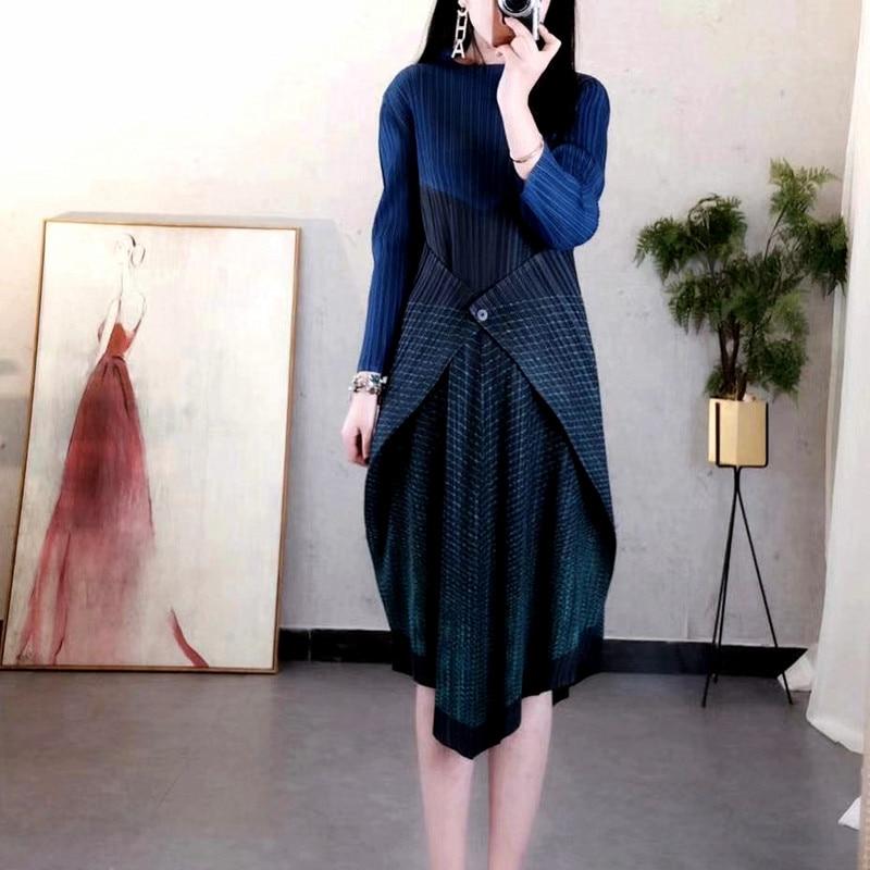 Miyak Changpleat 2019 wiosna nowy Stripe łączenie kobiet ubiera Miyak plisowana mody projekt jeden przycisk elastyczny pas damska sukienka fala w Suknie od Odzież damska na  Grupa 3