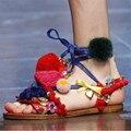 Boemia Mulheres Sandálias Gladiador Do Vintage feitos à mão Pom Pom Sandalias Mujer Flats Tira No Tornozelo Lace Up Praia Verão Sapatos Baixos Mulher