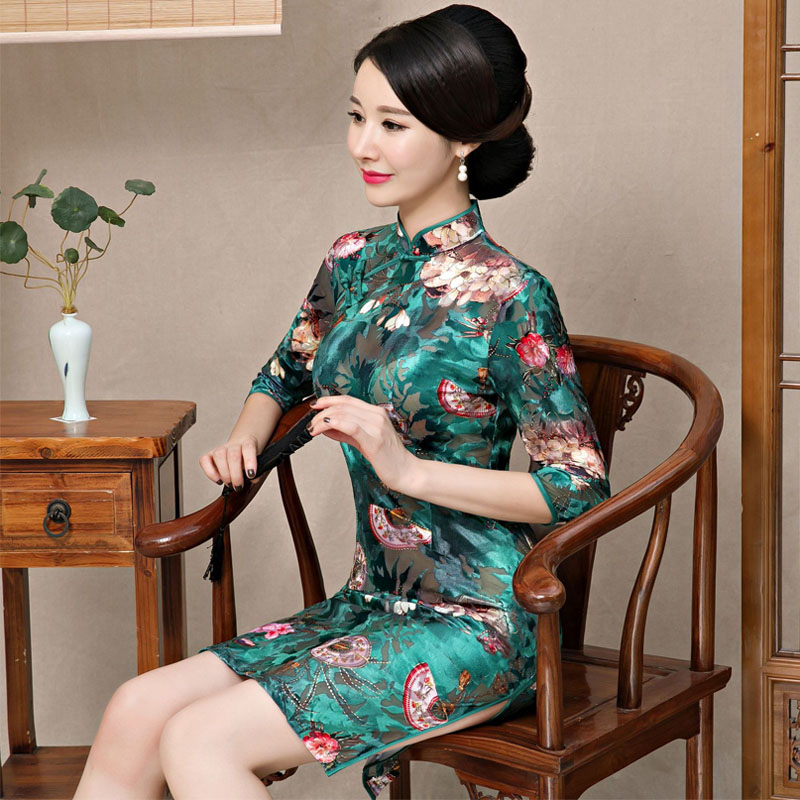a3c9ce7a1784 2019 Qipao Chinese Traditional Dress Green Red Cheongsams Half Sleeve  Velour Qipao Dresses Mujere Vestido Evening Party Dresses-in Cheongsams  from Novelty ...