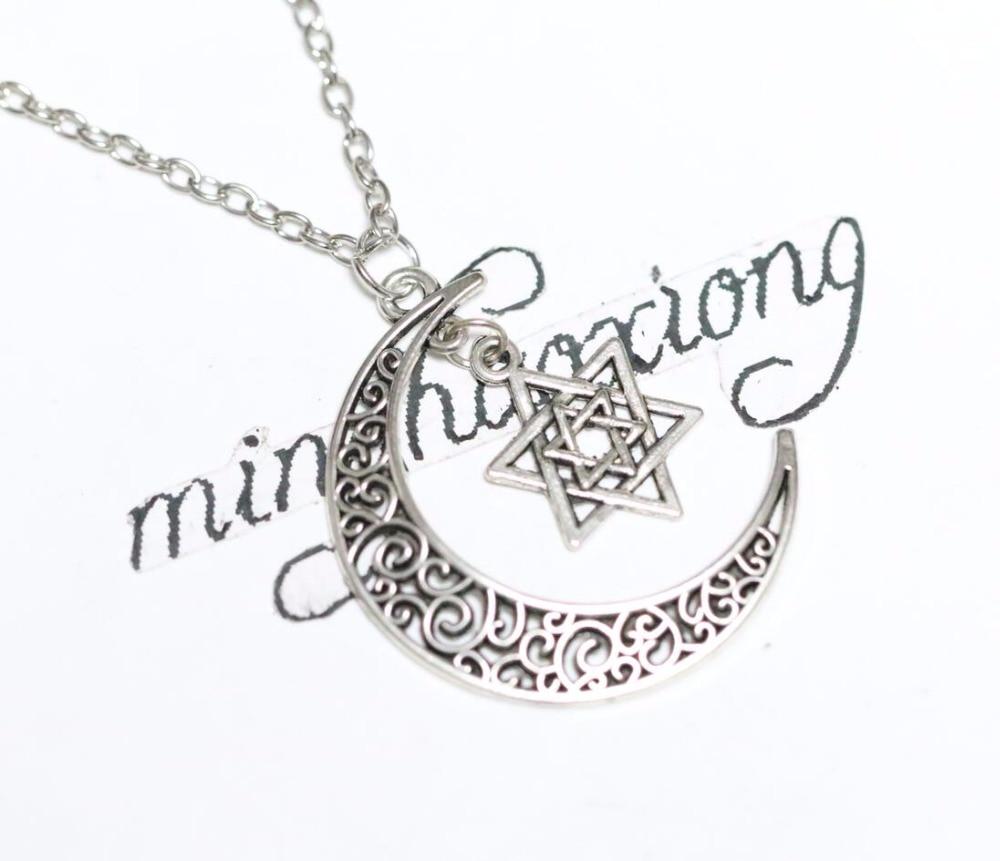 9284f4b0c69a Nueva moda vintage plata antigua Luna y Hollow Hexagram estrella Amuletos colgante  Collares de cadena mujeres regalo 10 unids