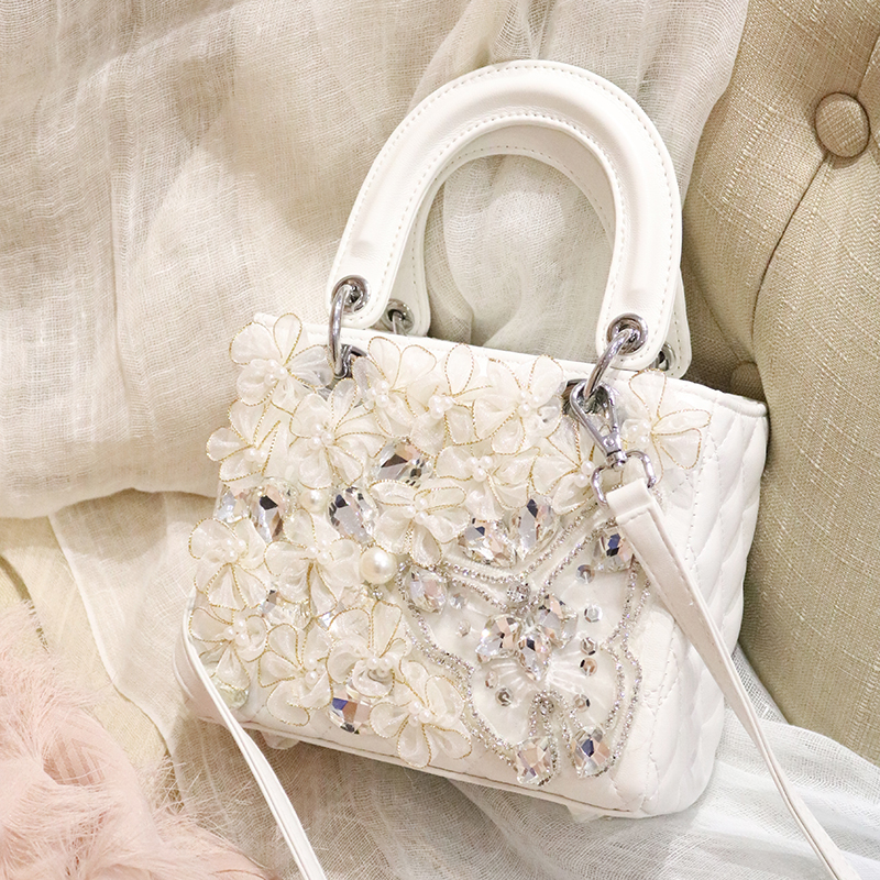 2018 female ins super fire lace with diamond bow shoulder handbags women bag white lace flowers crystals beautiful lady bags недорго, оригинальная цена