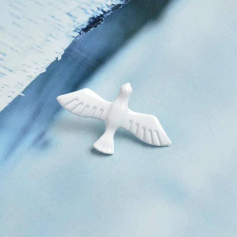 Christmas gift fashion designer women's white oil coated peace Pigeon costume brooches pins accessories jewelry