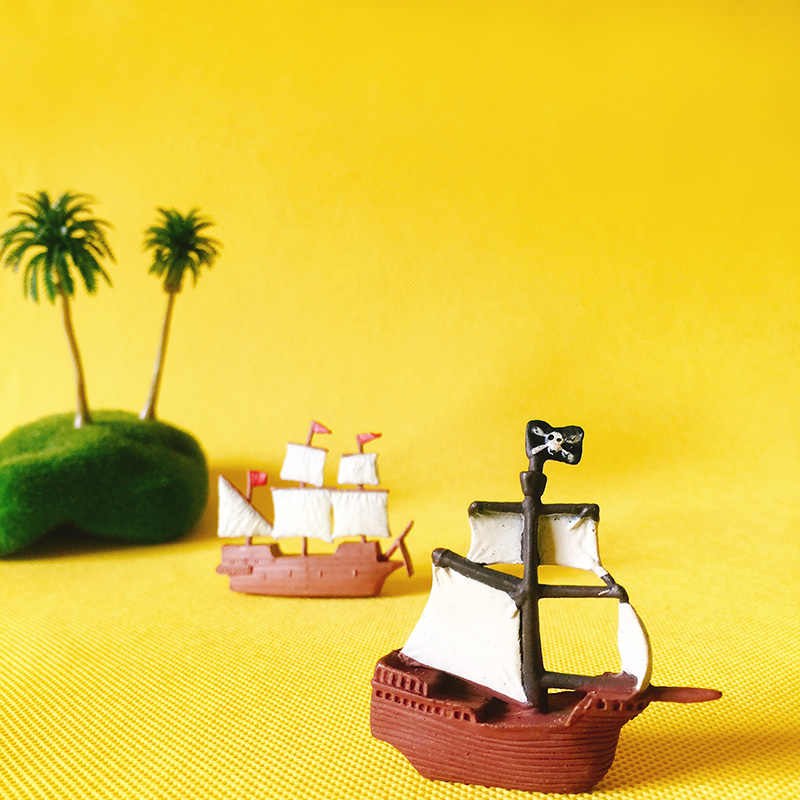 pirate ship/doll house//miniatures/cute/fairy garden gnome/moss terrarium decor/figurine/table decor/diy supplies/toy/model