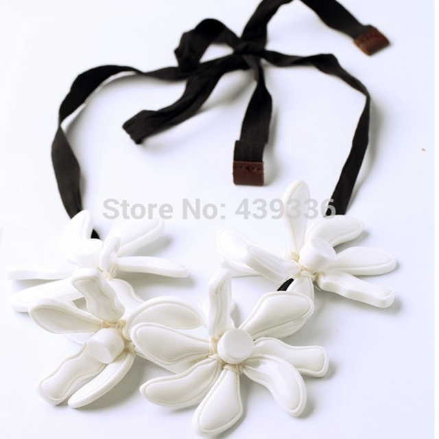 Hand Made Flower Necklace Black And White Flower Necklace