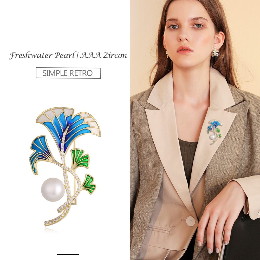 Hongye Women Plant Leaf Brooch Vintage Crystal Rhinestone Shaped Pins Suit Coat Clip Designer Jewelry