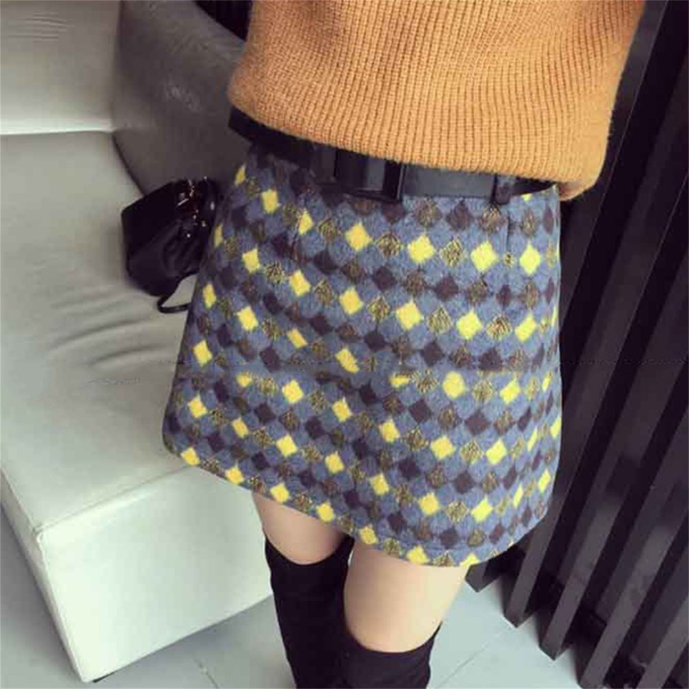 Spring Fashion Women Woolen Plaid Mini Skirts Soft Material Girls Slim-fit Wool Short Skirt with Safety Pants 2018 New Arrival
