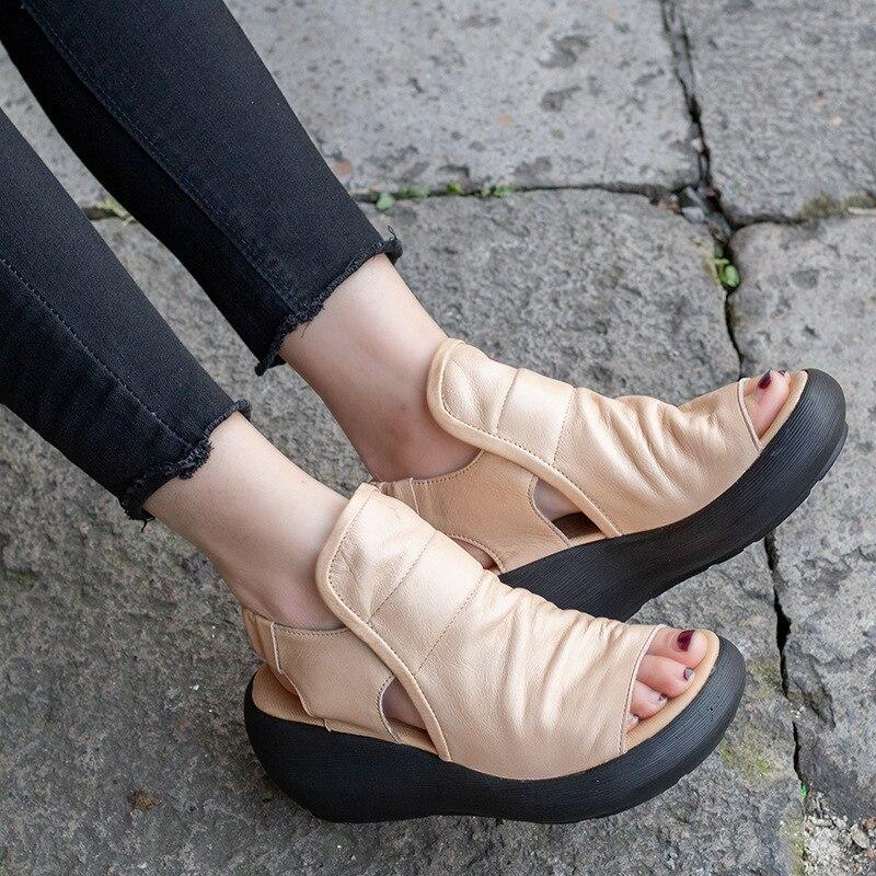 2c2d2042748 Las mujeres gladiador sandalias de cuero genuino 6 CM de alto tacón Zapatos  de cuña de verano de 2019 sandalias de cuero negro hecho a mano zapatos de  mujer ...