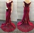 Lujo borgoña 2017 vestidos de dama de honor vestidos de fiesta de la boda más el tamaño plisado vestido de festa de casamento