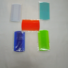 цены на 5pcs pets dog combs Orange dark blue green white light blue Double Sided Fine Tooth Head Hair Plastic Combs for Pet Fleas  в интернет-магазинах