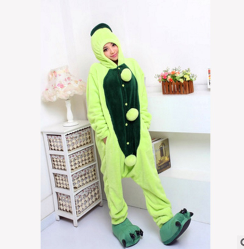 Spring and autumn pea cartoon conjoined animal pajamas flannel men and womens home in the toilet.