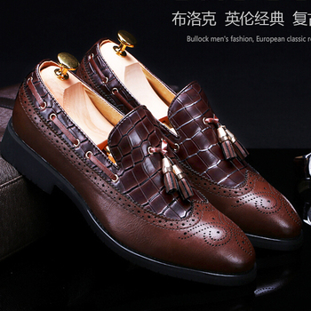 Brockden Carved Summer Male Shoes Fashion Tassel Casual Leather Shoes Vintage Trend Pointed Toe Oxfords Shoes