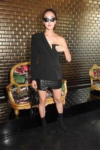 Image 3 - AEL אחד כתף בלייזר נשים חליפת דש פסים Ladys סתיו אופנה 2018 חדש גובה איכות רחוב ללבוש אסימטרית גאות