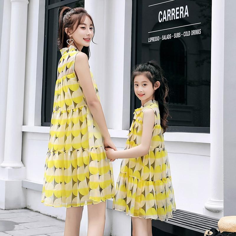 Sans manches 2019 robes d'été correspondant mère fille robes en mousseline de soie mode mère fille robe Slim une robe fille femmes