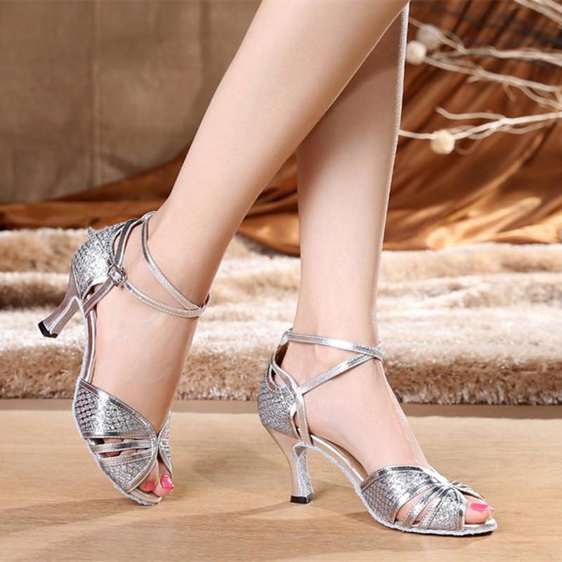 03af4077b اللاتينية أحذية الرقص الإناث الكبار المرأة ساحة أحذية الرقص قاعة أحذية رقص  جديد حار المبيعات Chaussure دي رقصة