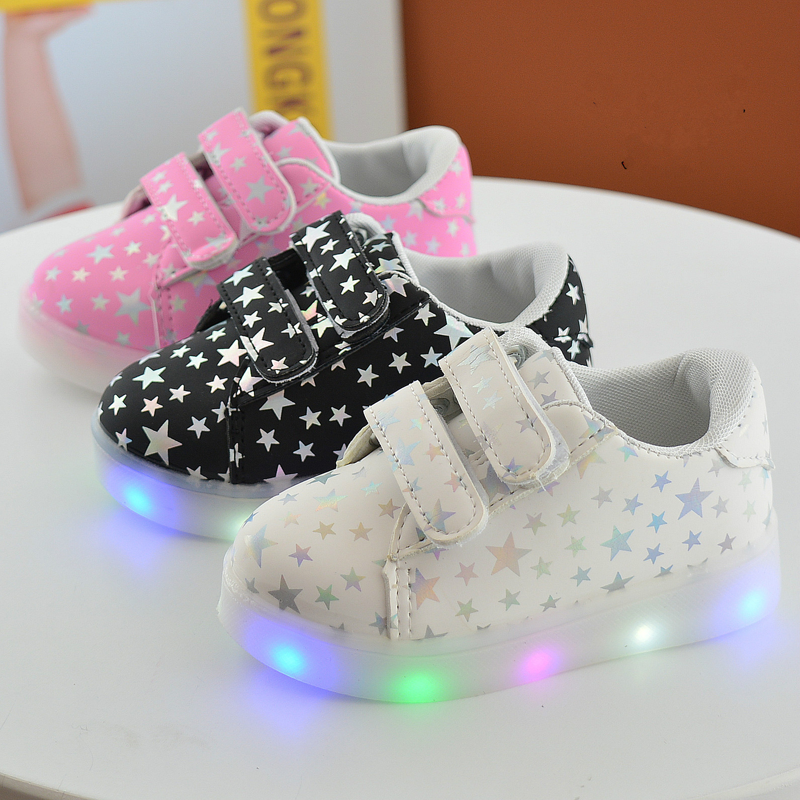 Kids Shoes With Light Sneakers 2018 New Autumn Led Bright Fashion Sport Baby Girls Shoes Kids Stars Color Led Shoes For Girls