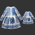 Весна печати мама и дочь длинные pleat цельный бренд дети юбки семья посмотрите одежды соответствия мать и девочек бальные платья