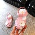 Meninas sandálias de verão 2017 nova princesa sandálias de couro de flor meninas do bebê anti-kick baotou sandálias sapatas dos miúdos sapatos meninas 4 cores