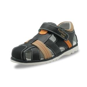 Image 3 - Apakowa Kleine Kinder Sommer Closed Toe Leder Sandalen für Jungen Kid Gladiator Haken und Schleife Sandalen für Strand Walking Reisen