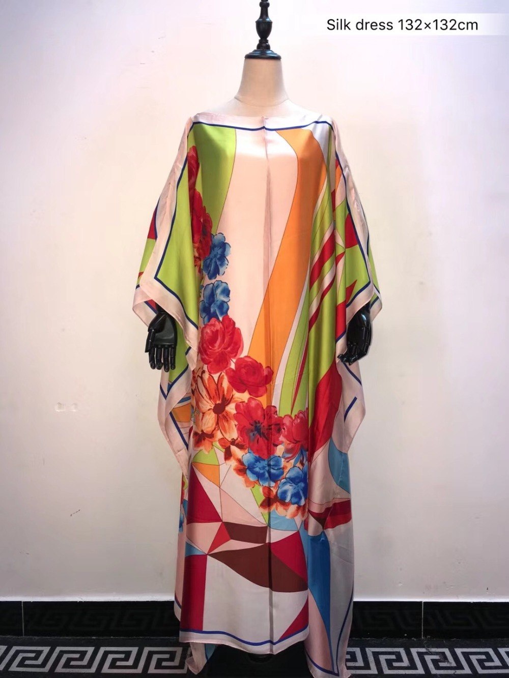 Length : 132cm , Width 132 Cm  Free Size Printed Kaftan Silk Dress 2019 Fashion Summer Kaftan Women Silk Dress African Clothes
