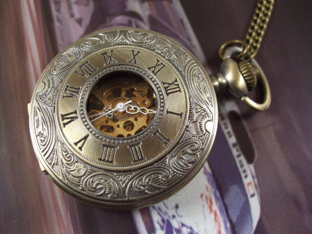2017 Free shipping 1pcs/lot wholesale ladies mens New Antique steampunk Roman hand wind mechanical Pocket Watch Necklace vintage