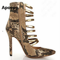 Туфли-гладиаторы из золотой, металлического цвета кожей; туфли-лодочки с острым носком; из змеиной кожи; с типовым узором; туфли на каблуках ...