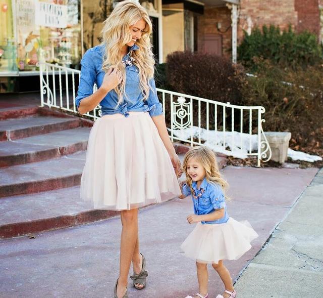 d3f330db5f688 Sinyuer Cat famille correspondant tenues printemps 2017 mère et fille  vêtements robe cowboy chemise + jupe