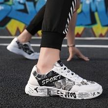 Męskie buty w stylu casual tkaniny oddychające męskie buty do tenisa na świeżym powietrzu buty sportowe Sapatos sportowe męskie buty do biegania tanie tanio Dla dorosłych Pu + tkaniny Wysokość zwiększenie Masaż Wodoodporna Odblaskowe Średnie (b m) Lace-up Spring2019 Motion control