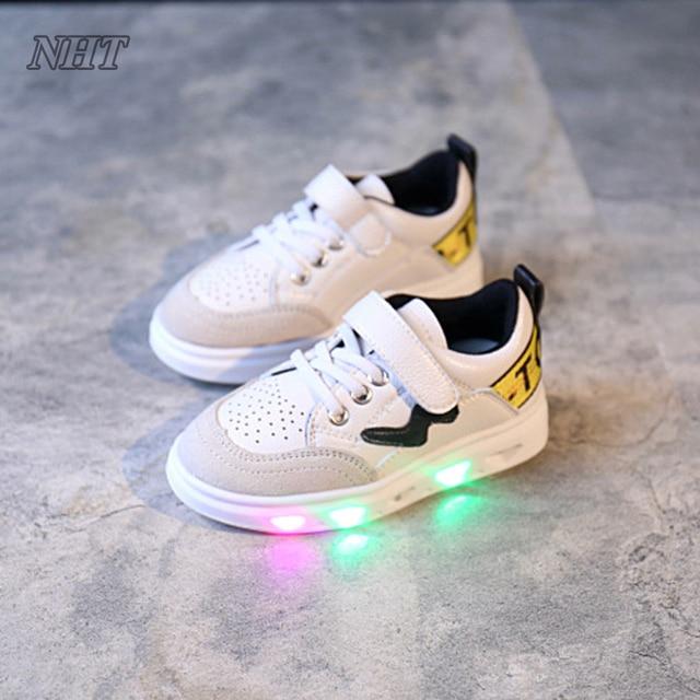 https://ae01.alicdn.com/kf/HTB1ECSWRVXXXXcJXVXXq6xXFXXXv/Beste-kinderen-verlichte-schoenen-kids-led-knippert-niet-lading-batterij-jongens-meisjes-unisex-gloeiende-sneakers-rood.jpg_640x640.jpg
