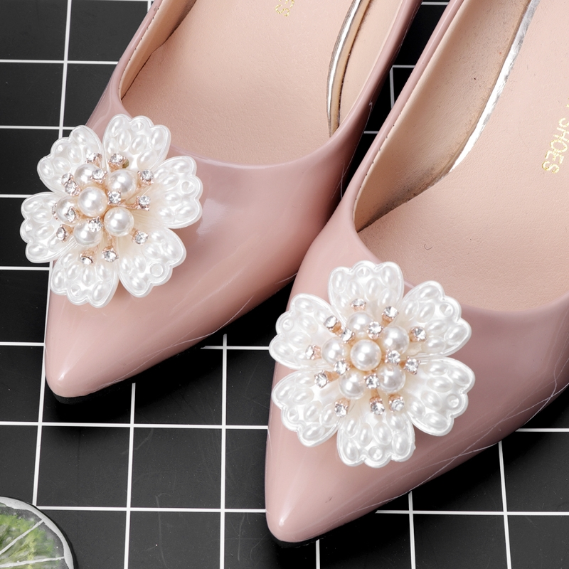 все цены на EYKOSI New 2pcs Shoe Decoration Pearl Clothes DIY High Heel Wedding Charms Headwear Fashion Faux Pearl онлайн