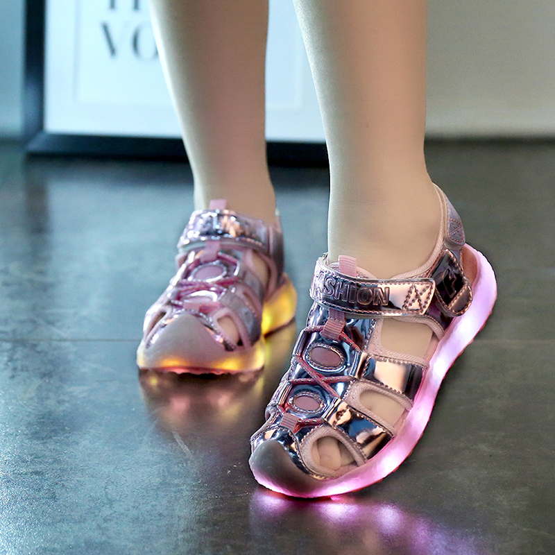 Nouveaux Enfants De Mode USB LED lumière Sandales Enfants Filles Sequin Lumineux Sneakers D'été
