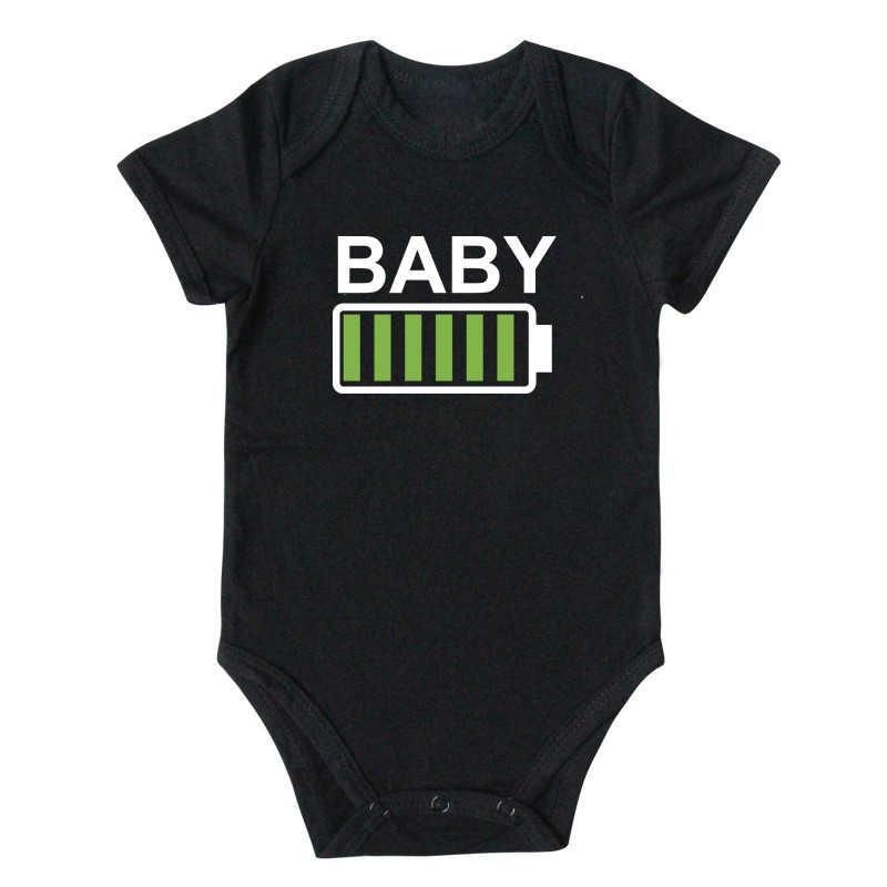 2019 Famiglia Sguardo T shirt Vestiti di Corrispondenza Batteria Novità T shirt Papà Mamma e Figlia Figlio Del Fratello Sorella Divertente pagliaccetto