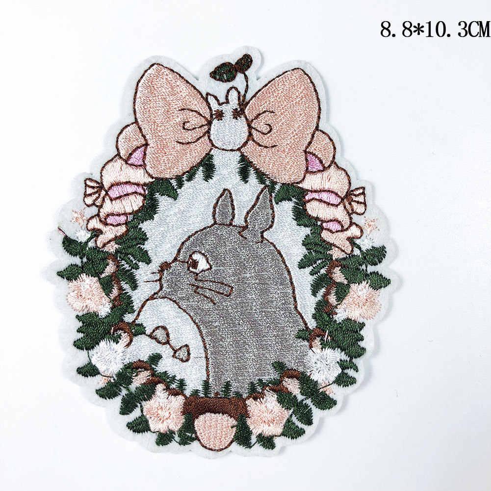 Nuevo Anime japonés Totoro bordado de hierro en parche DIY sin cara hombre bordado hecho a mano Crochet coser en parches ropa apliques