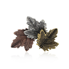 цена Fashion Vintage Maple Leaf Leaf Brooch Jewelry Exquisite Tricolor Metal Leaf Needle Plant Brooch Men and Women Party Accessories онлайн в 2017 году