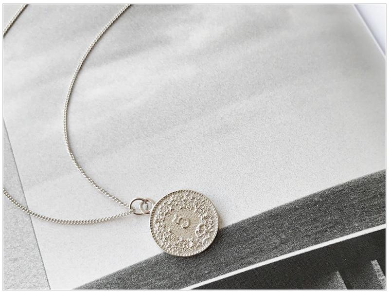 SRCOI Retro Gold Silver Color Portrait Round Alloy Coin Pendant Minimalist Figure Face Chain Choker Necklace Women Party Jewelry 4