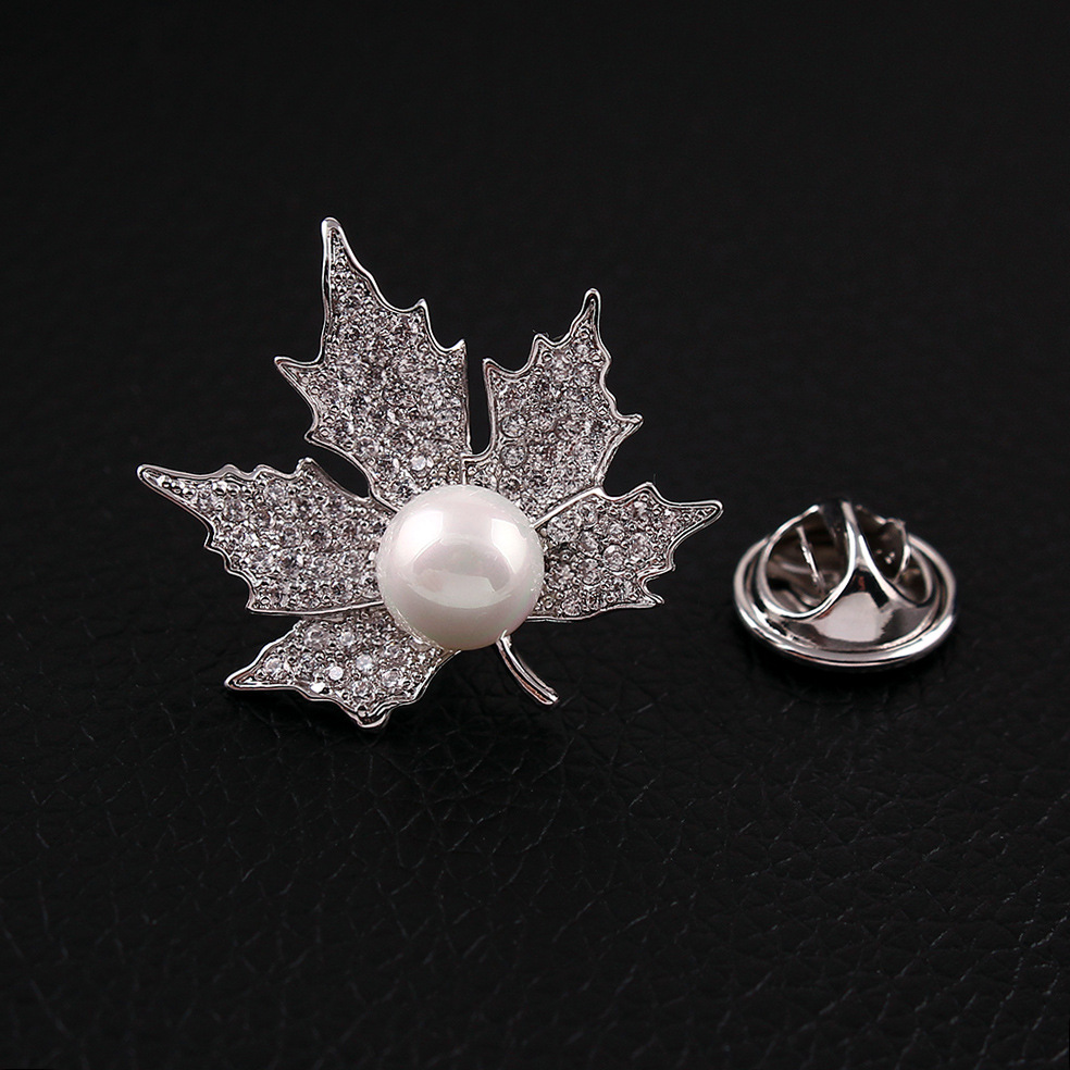 CINDY XIANG AAA zircon maple leaf collar brooch unisex fashion wedding brooches cute small copper jewelry dress accessories