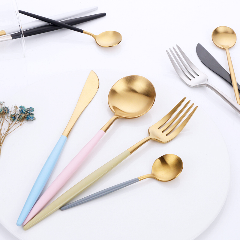 16pcs Luxury Korean Dinnerware Set Golden Cutlery Set 18/10 Stainless Steel Frost Knives Forks Set Tablespoons Wedding Tableware16pcs Luxury Korean Dinnerware Set Golden Cutlery Set 18/10 Stainless Steel Frost Knives Forks Set Tablespoons Wedding Tableware