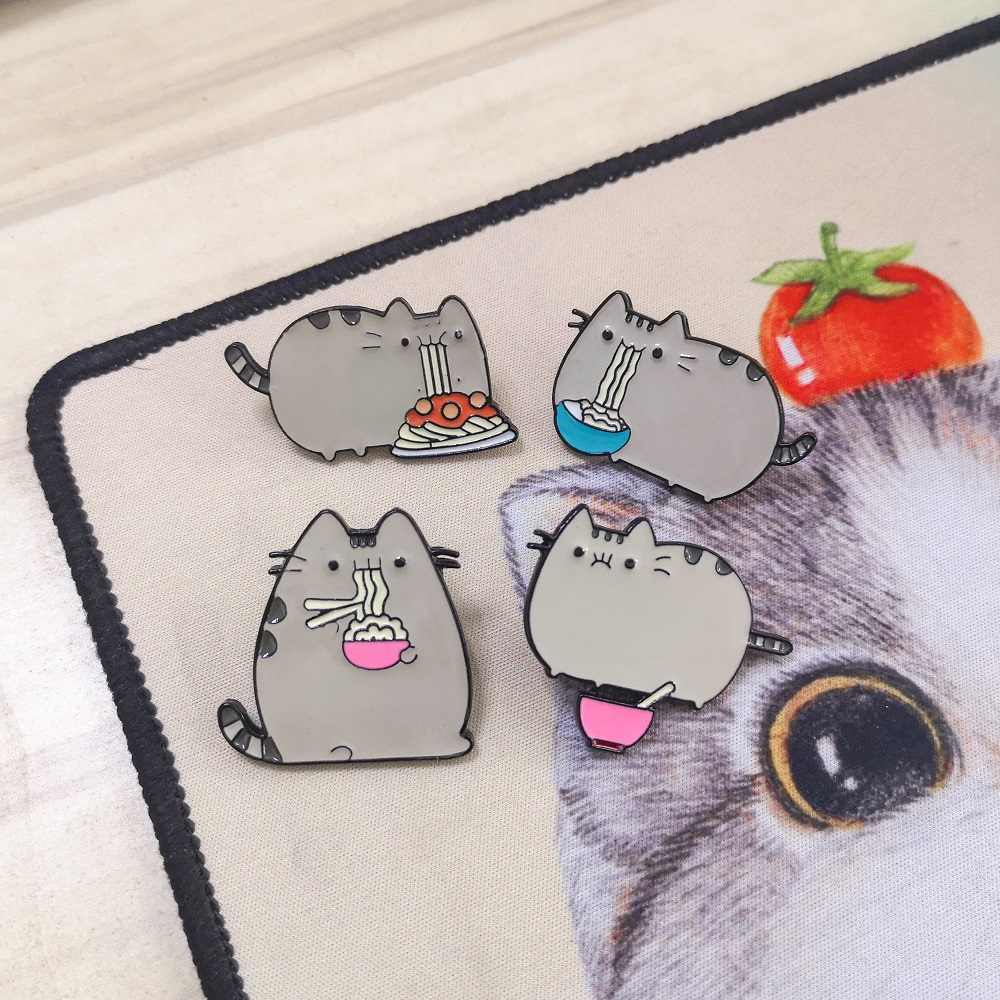 Bonito dos desenhos animados Com Fome Macarrão Animal Gato Kitty Esmalte Pino Botão Emblema Do Metal Camisa Mochila Jackets Callor Alfinetes de Lapela Presente Da Jóia