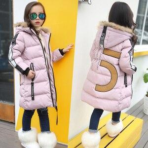 Image 1 - Sıcak 2019 kızlar kış yeni pamuk ceketler kızlar moda kürk yaka harfler mont kız kalınlaşma kapşonlu sıcak ceket çocuk giysileri