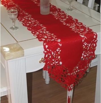 2019 Nuovo Ricamo Tabella Corridore Bandiera Copertura Del Panno Del Tovagliolo Di Raso Rosso Di Pizzo Tovaglia Di Natale Mensola Del Camino Nappe Casa Natale Decorazione Di Cerimonia Nuziale