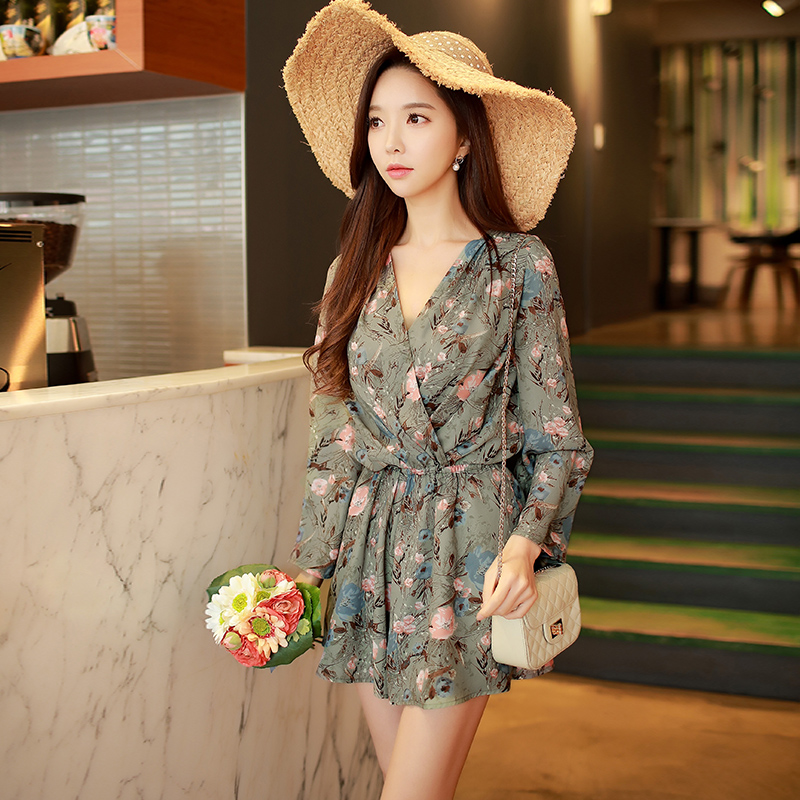 Dabuwawa 2018 spring new loose cross jumpersuit V-neck long-sleeved trumpet sleeve printing jumpsuit shorts
