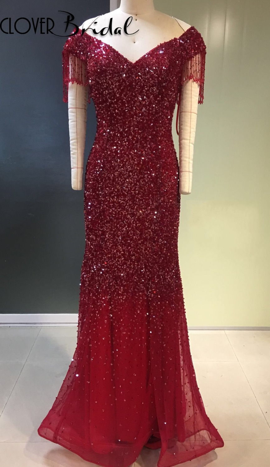 2018 CloverBridal Bling Tassels Short Sleeves Sequins Beaded Cap Sleeves V Neck Burgundy Formal Dress Floor Length Champagne