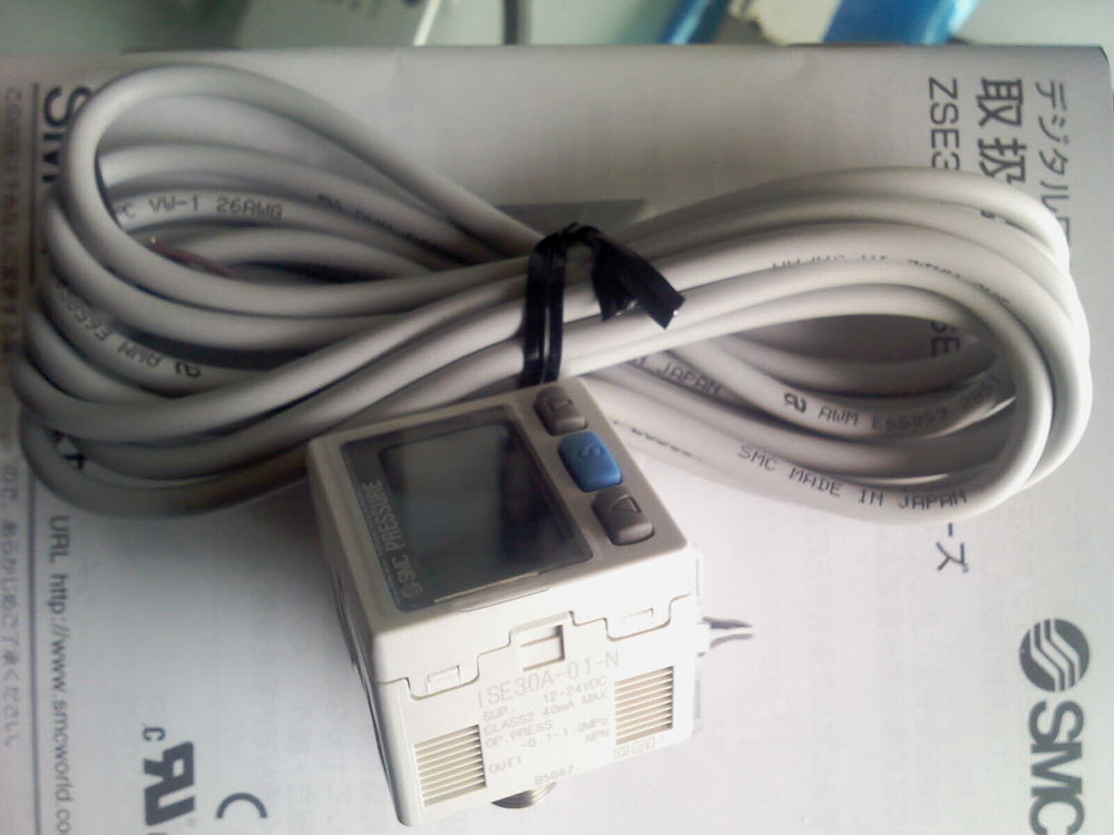 SMC ZSE30AF-01-D-L high precision digital  pressure switch NPN 0~-101.3KPa  R1/8