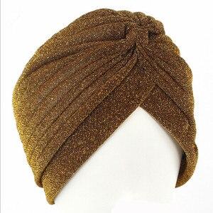 Image 5 - 10 stücke 12 Farben Wunderschöne Gold Turban Kappe Plain Glänzenden Schimmer Glitter Sparkly Indische Hüte Moslemisches Hijab Für Frauen